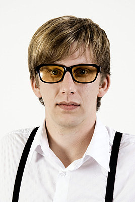 Gelbgetönte Brille - p3790377 von Scheller