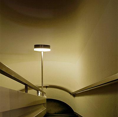 Treppenhaus düster - p4140151 von Volker Renner