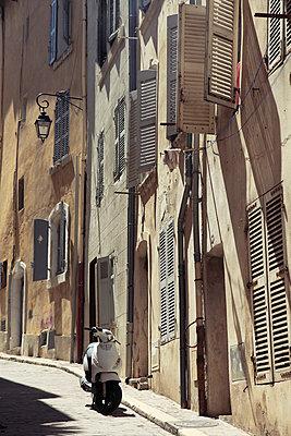 Le Panier District, Old Town, Marseille, Bouches du Rhone, Provence Alpes Cote d'Azur, Provence, France, Europe - p871m946756 by Wendy Connett