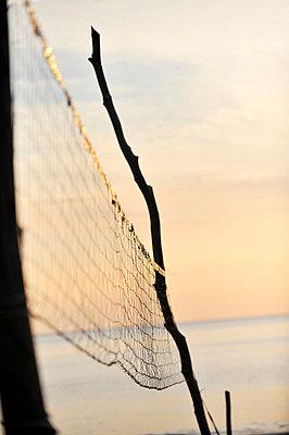 Beachvolleyballnetz - p949m658119 von Frauke Schumann