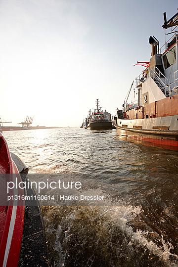 Hafengebiet bei Övelgönne aus Barkasse, Elbe, Hamburg, Deutschland - p1316m1160614 von Hauke Dressler