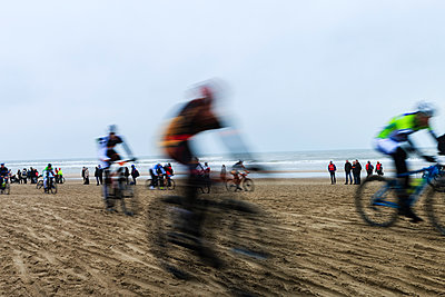 Race on the beach - p417m1108968 by Pat Meise