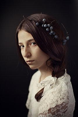 Mädchen mit Heidelbeeren im Haar - p1432m1496449 von Svetlana Bekyarova