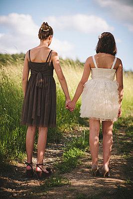 Freundinnen - p946m815526 von Maren Becker