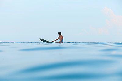 Female surfer on surfboard - p1108m2090441 by trubavin
