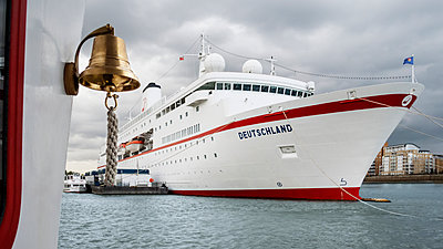 MS Deutschland - Traumschiff - p1202m1162088 von Jörg Schwalfenberg