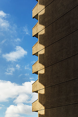 High rise, facade in the sunlight, Paris, France, shutdown due to Covid-19 - p1329m2177981 by T. Béhuret