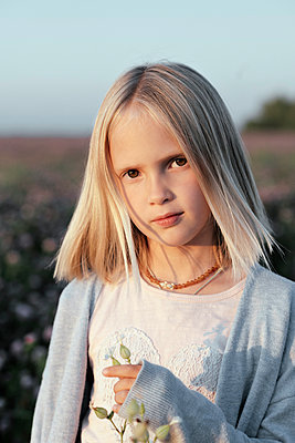 Portrait of a girl standing on a clover field - p300m2143885 by Ekaterina Yakunina