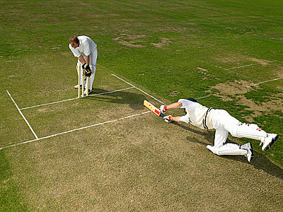 Cricketers - p9249786f by Image Source