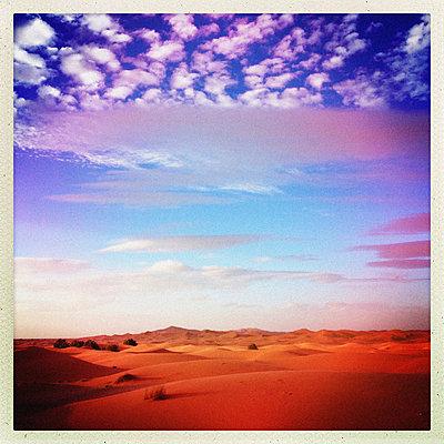 Merzouga, Sahara - p1065m886268 von KNSY Bande