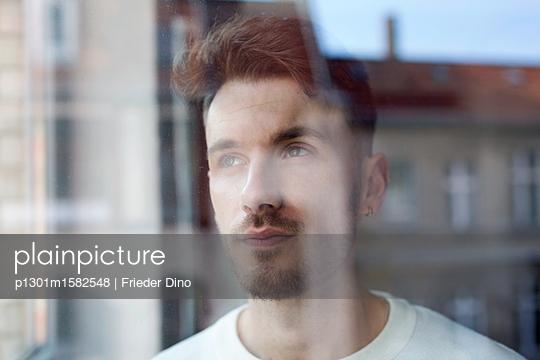 Portrait of man behind windowpane - p1301m1582548 by Delia Baum