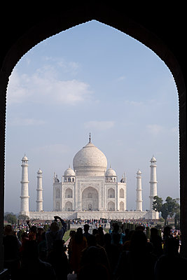 India, Uttar Pradesh, Agra, View of Taj Mahal - p1600m2215399 by Ole Spata
