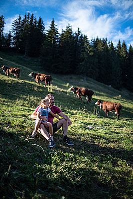 France, Father and daughter on the cow pasture - p1007m2219968 by Tilby Vattard