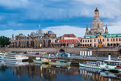 Germany, Saxony, Dresden, cityscape at dusk with paddlesteamers on River Elbe - p300m965134f by Walter G. Allgöwer