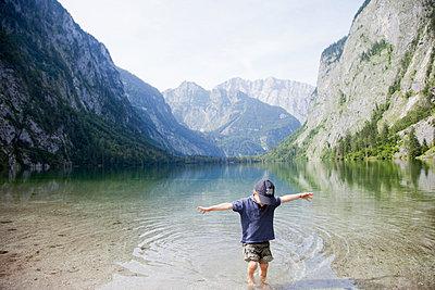 Junge im Obersee - p4350137 von Stefanie Grewel