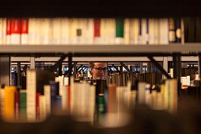 Library - p795m901777 by JanJasperKlein