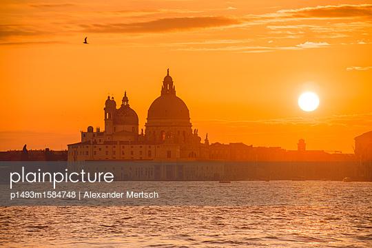 Sonnenuntergang über Salute-Kirche, Venedig - p1493m1584748 von Alexander Mertsch