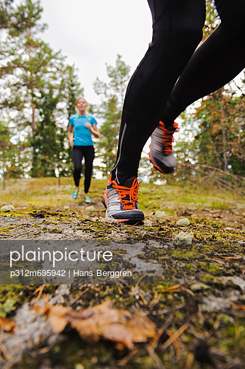 Two women jogging through forest - p312m695942 by Hans Berggren