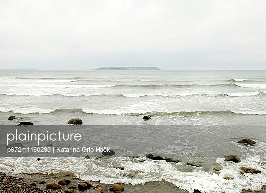 Strand mit den Karlsöarna Inseln im Hintergrund - p972m1160293 von Katarina Grip Höök
