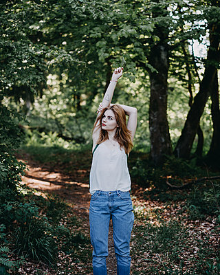 Young woman in the forest - p1184m1424557 by brabanski