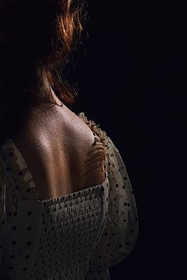 Nacken einer rothaarigen Frau - p1540m2141278 von Marie Tercafs