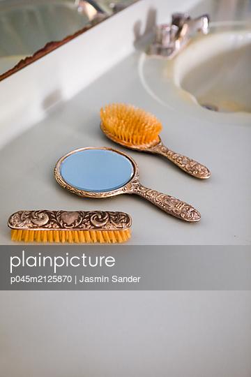 p045m2125870 by Jasmin Sander