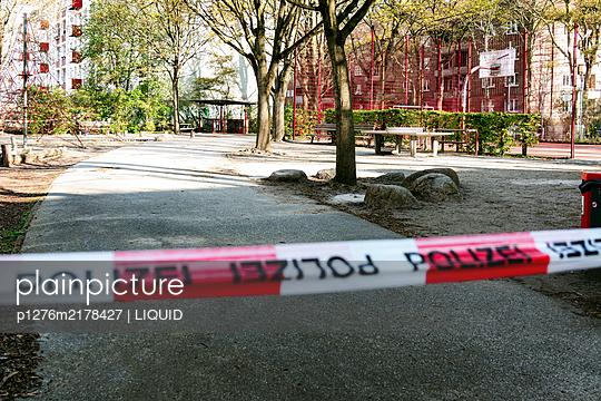 Fenced off playground, Hamburg, shutdown due to Covid-19 - p1276m2178427 by LIQUID