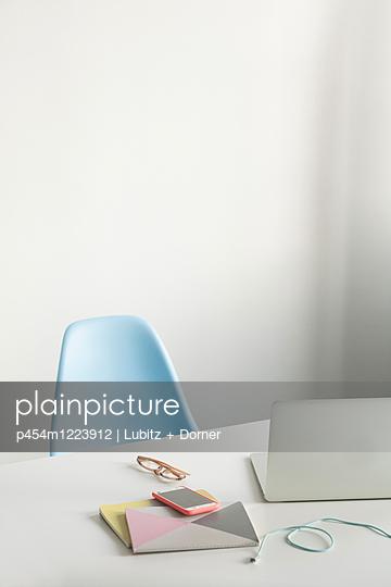 Arbeitsplatz - p454m1223912 von Lubitz + Dorner