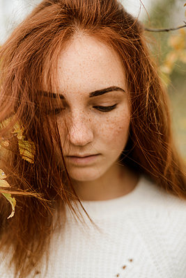 Close-up portrait of teenage girl with red hair - p1166m2113179 by Cavan Images