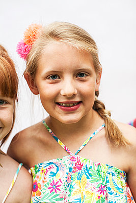 Close up of smiling girls - p555m1409067 by Shestock