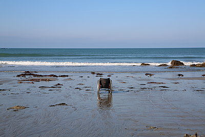 Abandoned wheelchair on the beach - p1289m2064562 by Elisabeth Blanchet