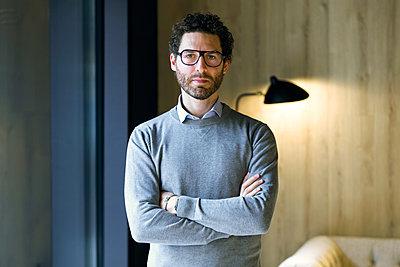 Portrait of serious businessman - p300m2140791 by Josep Suria