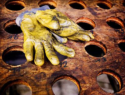 Working gloves - p4260581f by Adam Haglund