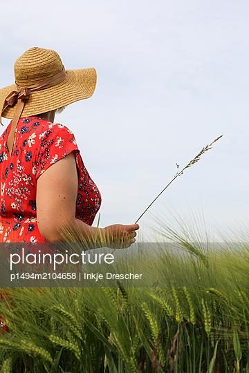 in the fields - p1494m2104658 by Inkje Drescher