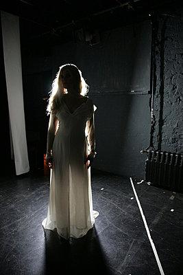 blondine im licht - p627m670710 by Chris Keller