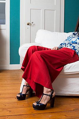 Woman sitting on an armchair - p1621m2258585 by Anke Doerschlen