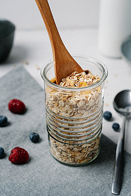 Wooden spoon in jar of granola - p300m2167165 by Juanma Hache