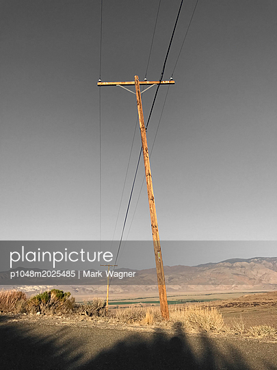 Electric cables on a wooden pole, USA - p1048m2025485 by Mark Wagner