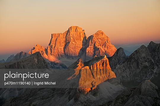 Blick auf die Nuvolaugruppe im Abendlicht - p470m1190140 von Ingrid Michel