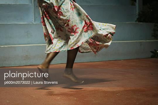 Barfuß tanzen - p600m2073022 von Laura Stevens