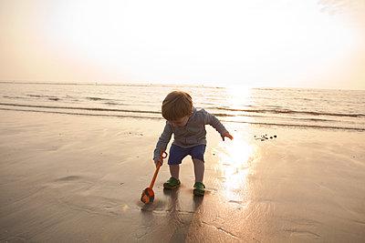So viel Sand! - p454m1065139 von Lubitz + Dorner
