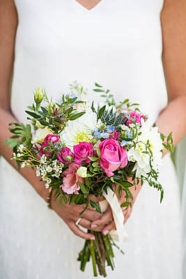 The bouquet - p672m1537776 by Vanessa Chambard