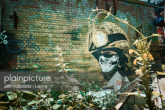 Graffiti on a wall, Teufelsberg, Berlin - p851m2205832 by Lohfink