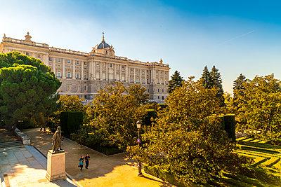 Garten des Königlichen Palasts am Nachmittag an einem Herbsttag - p1332m1502958 von Tamboly