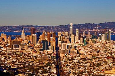 Skyline of San Francisco - p1399m1528862 by Daniel Hischer