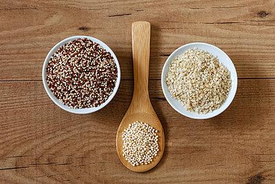 Quinoa graines, puffed quinoa and quinoa flakes - p300m1567933 by Eva Gruendemann