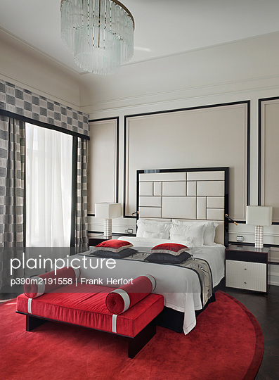 Russia, St. Petersburg, Belmond Grand Hotel Europe, Luxurious five star hotel room - p390m2191558 by Frank Herfort