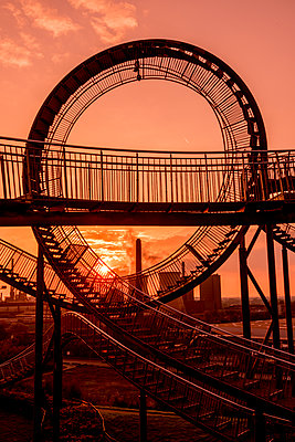 Tiger & Turtle Magic Mountain Duisburg - p401m2191714 von Frank Baquet