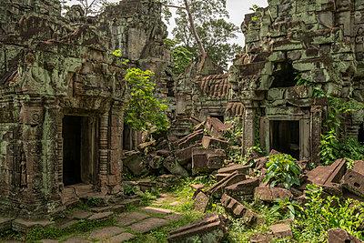 Piles of rubble lie between temple doorways, Preah Khan, Angkor Wat; Siem Reap, Siem Reap Province, Cambodia - p442m2039531 by Nick Dale