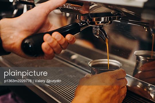 Barista makes espresso - p1363m2229778 by Valery Skurydin